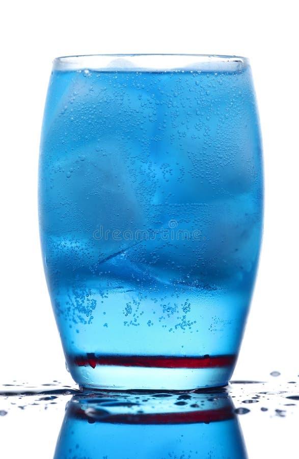Boisson bleue énergique image stock