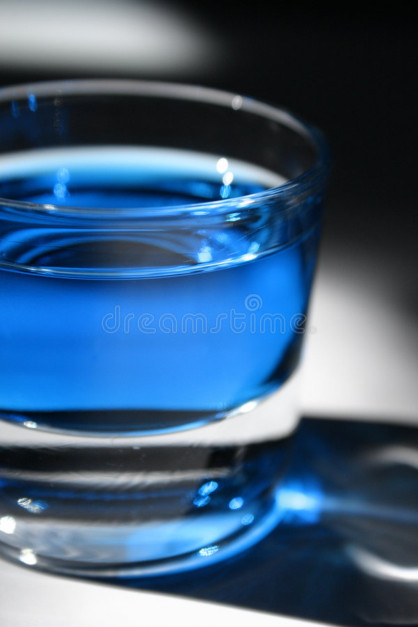 Boisson bleue photo stock