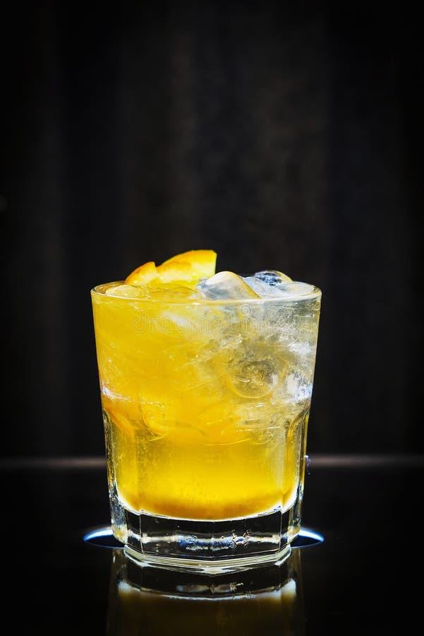 Boisson classique de cocktail d'orange et de vodka de tournevis images stock