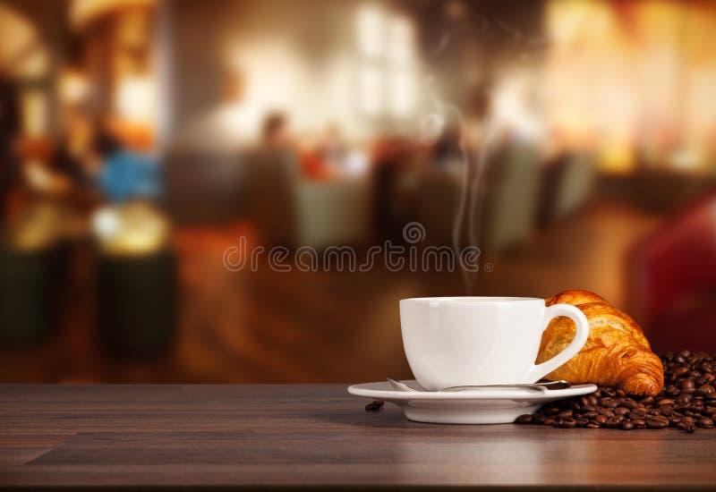 Boisson de café dans le cafétéria image libre de droits