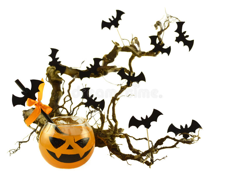 Boisson de Halloween avec des battes sur la branche d'arbre 2 photo libre de droits