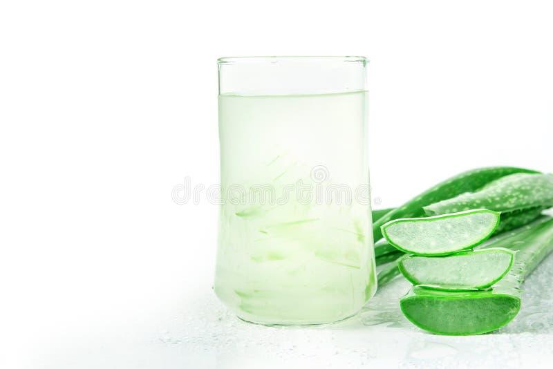 Boisson de Vera Juice Healthy d'aloès sur le fond blanc photos libres de droits