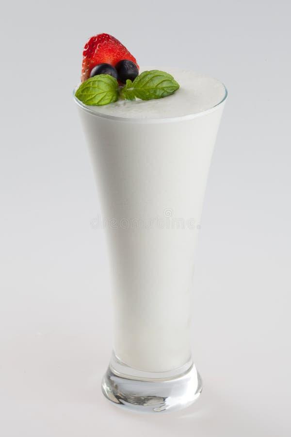Boisson glacée par froid avec la saveur de yaourt images libres de droits
