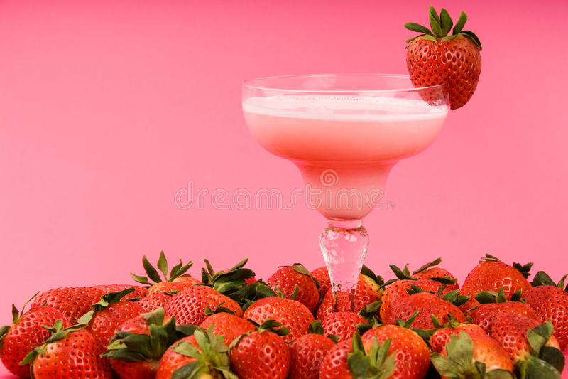 Boisson mélangée de fraise rose photo stock