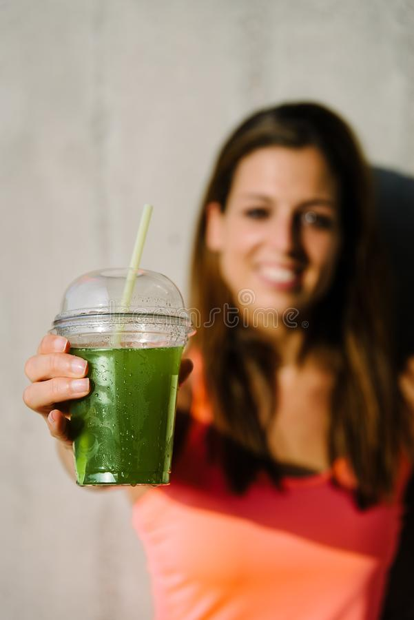 Boisson verte saine de detox de forme physique image stock