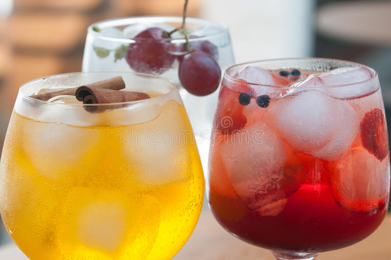Boissons alcoolisées avec de la glace photos libres de droits