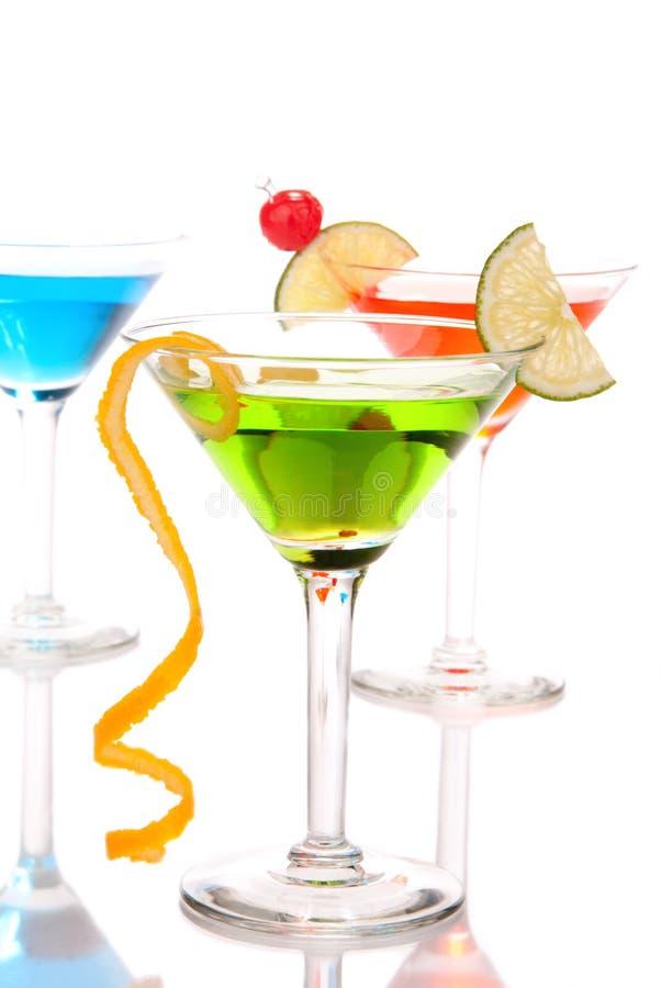 Boissons de cocktails de Martini vert-bleu et rouges photographie stock libre de droits