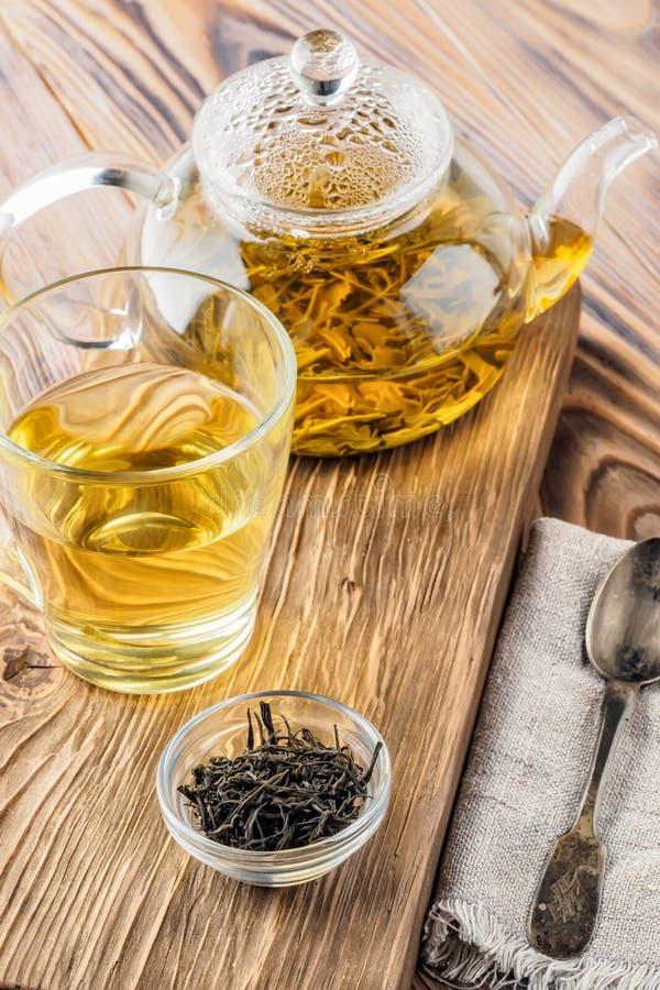 Boissons de thé vert de chinois traditionnel photo stock