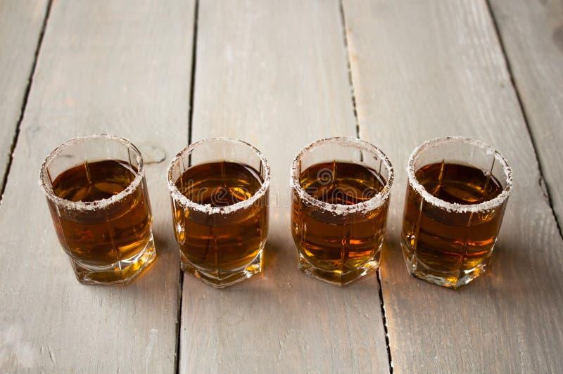 boissons de tir d'alcool avec du sel photo libre de droits