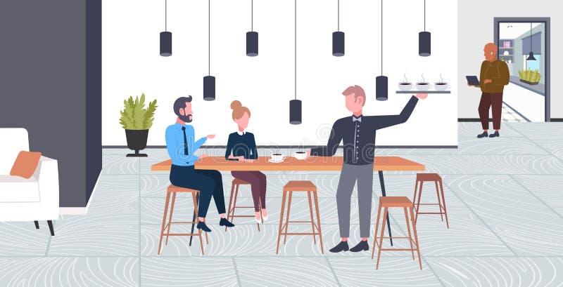 Boissons servantes de serveur à la femme d'homme de couples d'hommes d'affaires ayant le concept de point de café de temps d'affa illustration libre de droits
