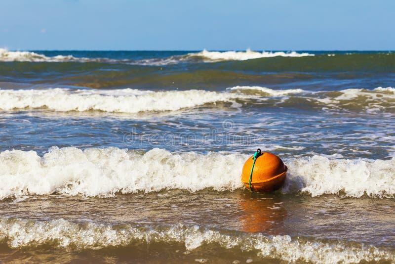 Boje im Meer stockfotos