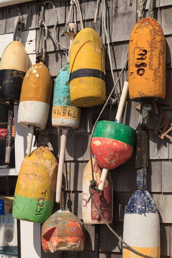 Bojen auf einer Cape Cod-Fischenbretterbude lizenzfreies stockfoto