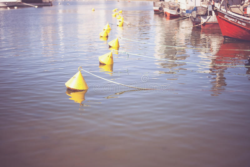 Bojen im Hafen lizenzfreie stockfotografie