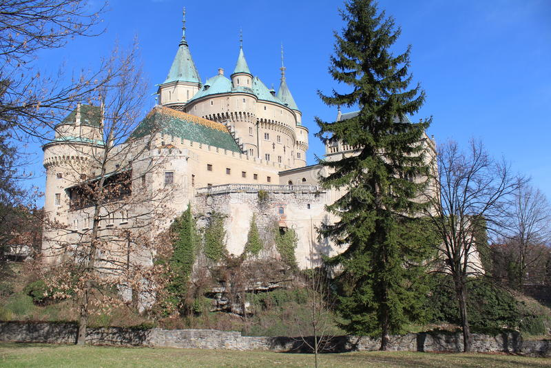 Bojnice slott i Slovakien arkivfoto