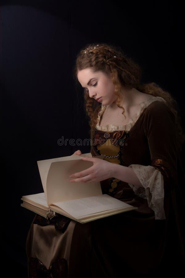 bok förbi reeding royaltyfri fotografi