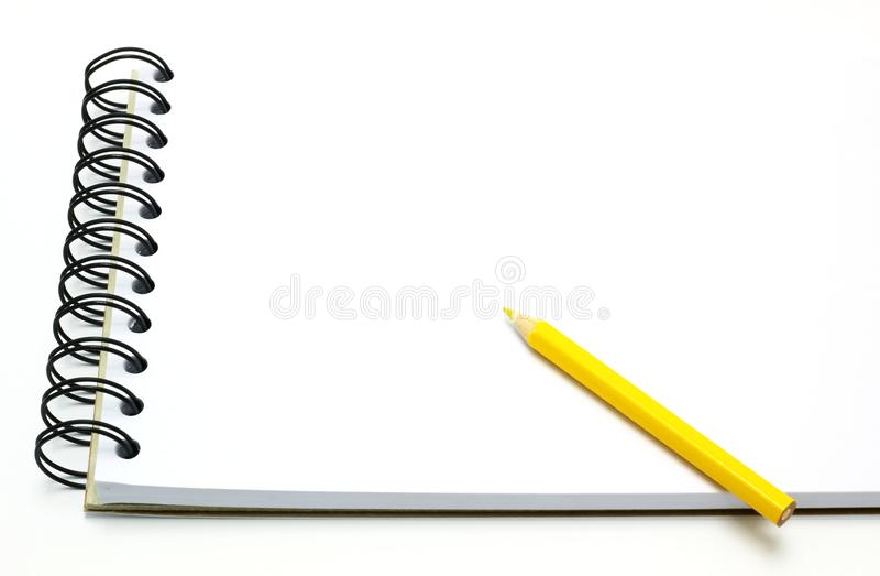 bok isolerad vit yellow för anmärkningsblyertspenna arkivbild
