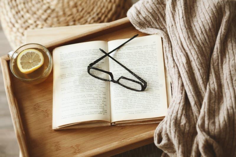 Bok och tröja