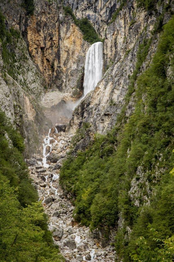 Boka vattenfall i Slovenien royaltyfria foton