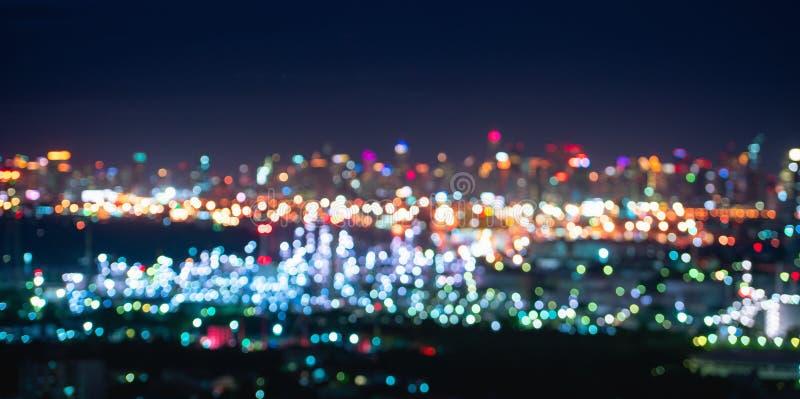 bokeh城市摘要点燃在夜场面 Bokeh发光 免版税库存图片
