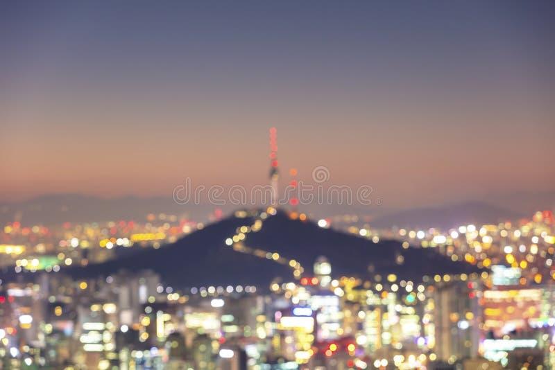 Bokeh abstrait de flou de lumières de ville sur le fond image stock