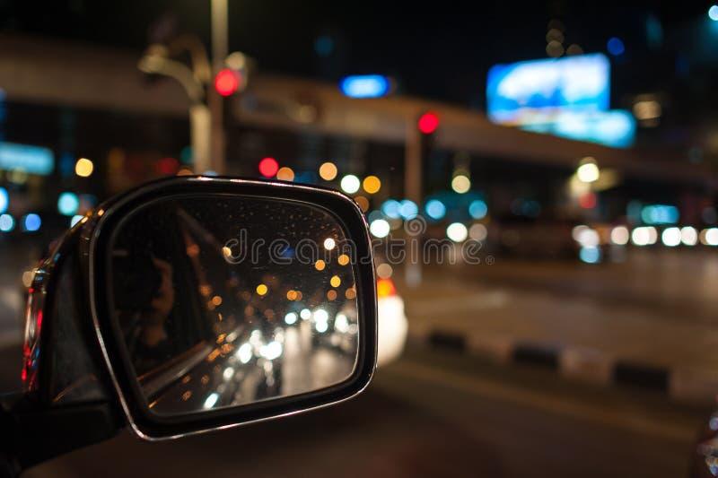 Bokeh-Beleuchtung, Bild von inneren Autos mit bokeh beleuchtet vom traf lizenzfreies stockfoto