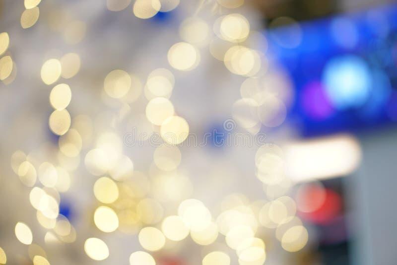 Bokeh borroso colorido y hermoso del c?rculo, fuera del fondo del foco en el concepto y el tema de la Navidad foto de archivo