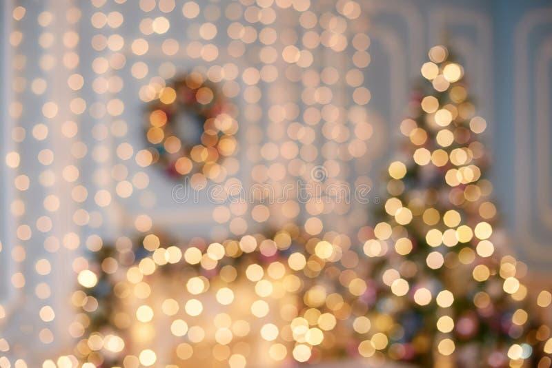 Bokeh brouillé de lumière de guirlande Modèle de tache floue de Noël, fond defocused image stock