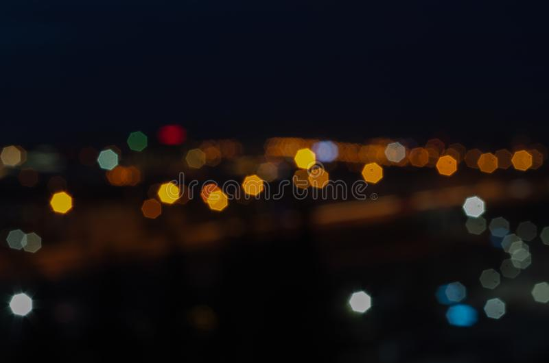 Bokeh brouillé du centre d'affaires de ville de lumière de nuit, images libres de droits