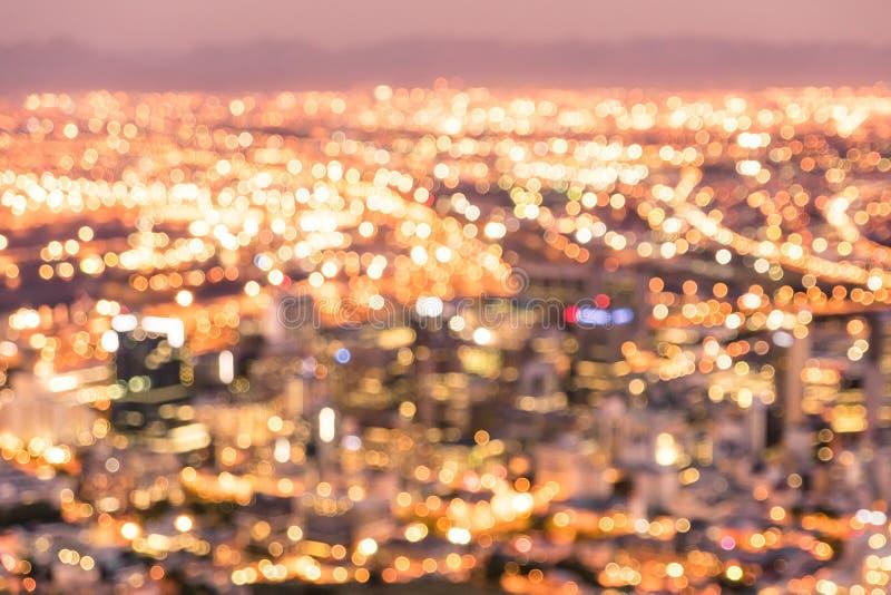 Bokeh da skyline de Cape Town do monte do sinal após o por do sol imagem de stock royalty free