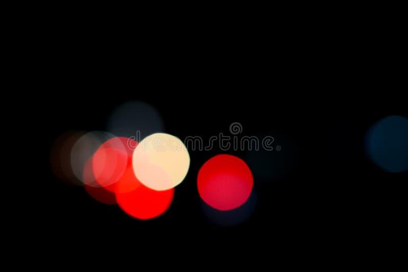Bokeh de la imagen de fondo en el camino en la noche imagenes de archivo