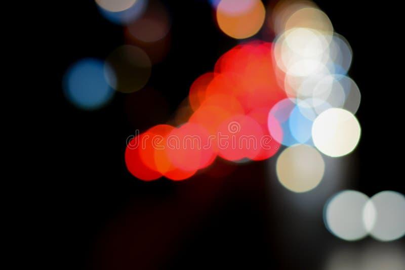 Bokeh de la imagen de fondo en el camino en la noche imágenes de archivo libres de regalías