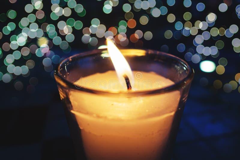 bokeh de la vela por noche foto de archivo