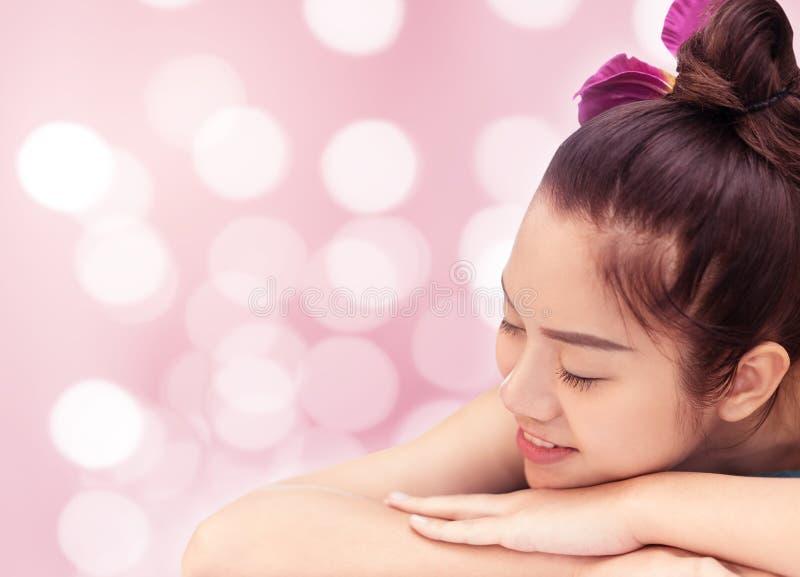 Bokeh de rose de concept de salon de beauté de station thermale de femmes photographie stock