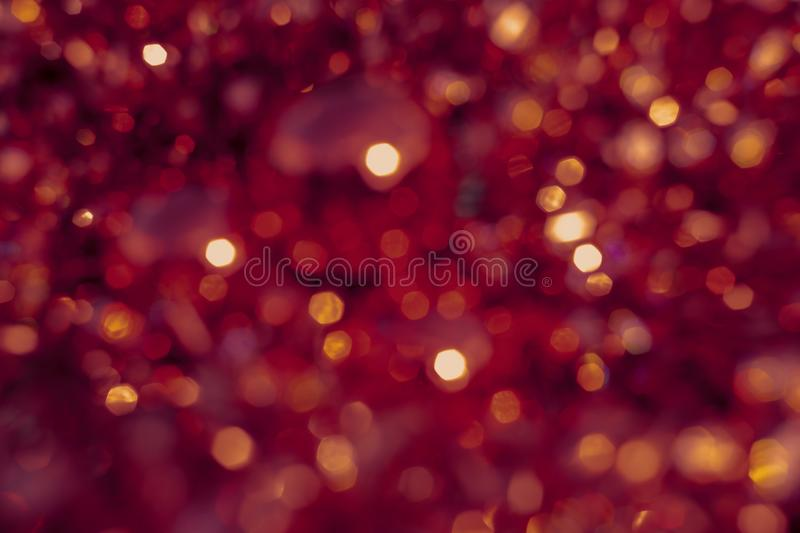 Bokeh de texture de tache floue de fond, pourpre, jaune, rose, six c?t?s, rond Fond rouge abstrait Defocused de No?l illustration libre de droits