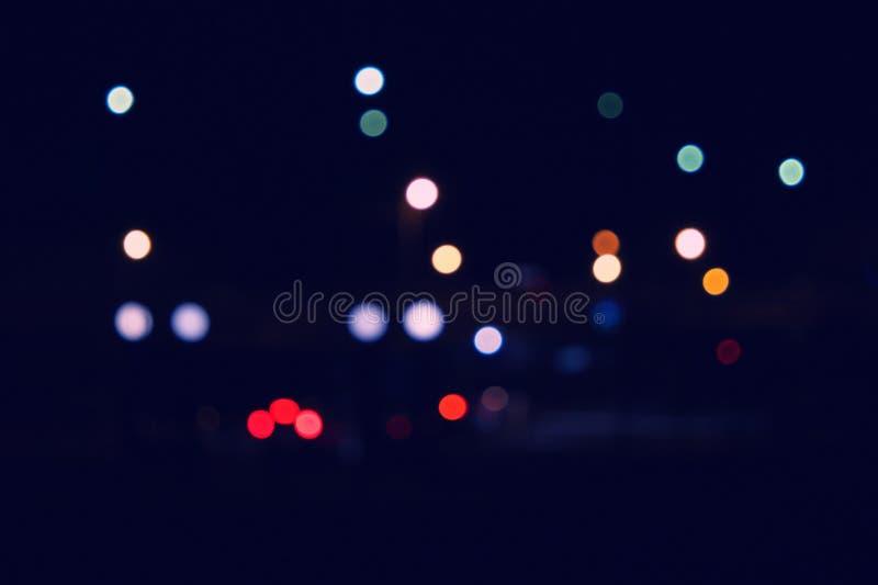 Bokeh et fusée de scène urbaine blured de nuit Lumières Defocused de ville la nuit photo stock