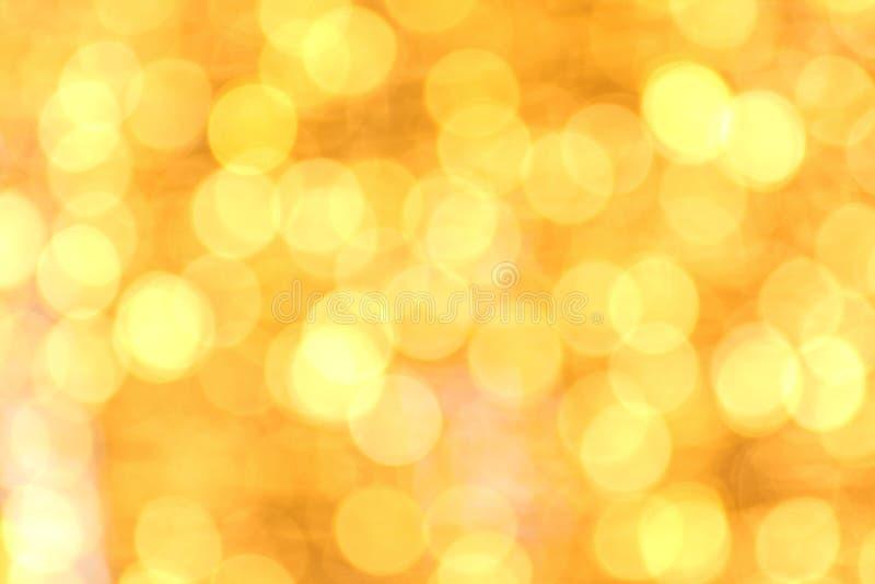 Bokeh gouden gele kleurrijk als achtergrond van vrolijke Kerstmis, Gelukkige nieuwe jaar bokeh verlichting glanst op nachtachterg stock foto