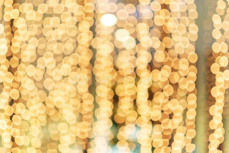 Bokeh hermoso de la guirnalda de oro brillante de la Navidad fotos de archivo libres de regalías