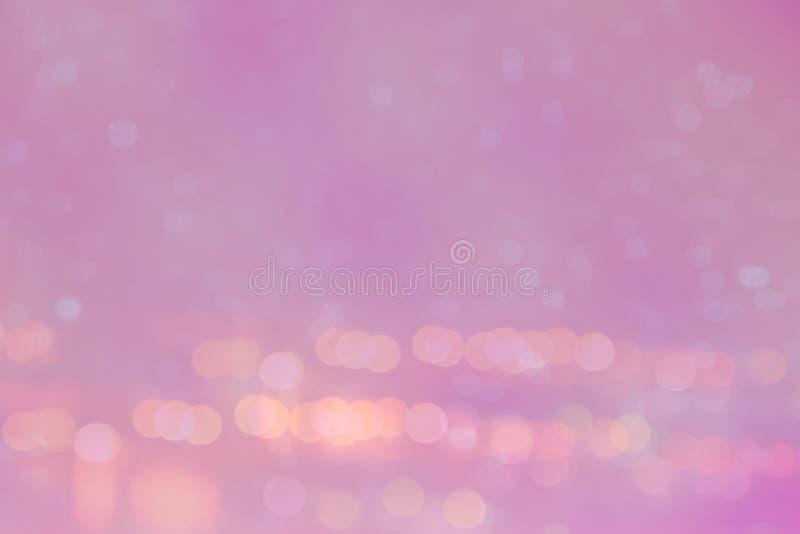 Bokeh ligero abstracto en el fondo que brilla intensamente rosado imagen de archivo