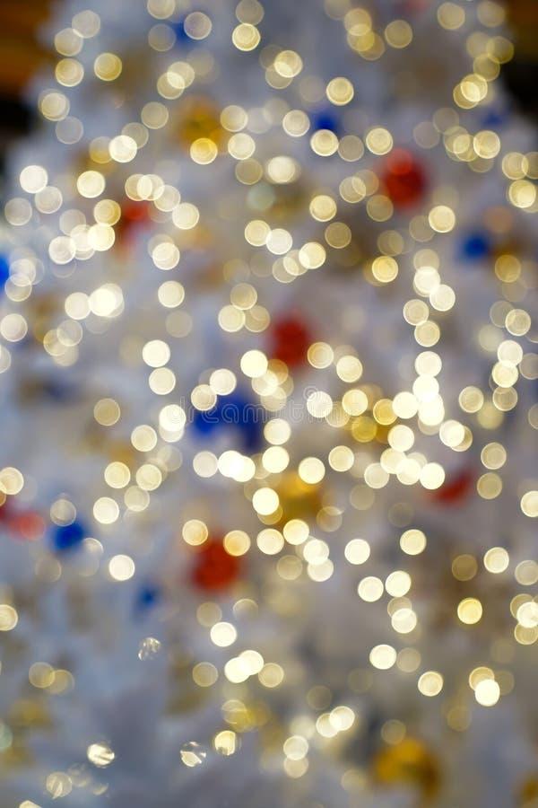 Bokeh obscuro colorido & bonito do c?rculo, fora do fundo do foco no conceito e no tema do Natal fotografia de stock royalty free