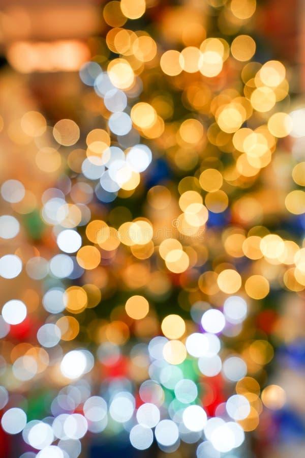 Bokeh obscuro colorido & bonito do c?rculo, fora do fundo do foco no conceito e no tema do Natal imagem de stock