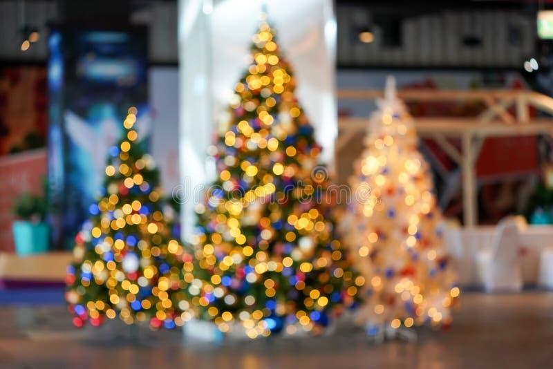 Bokeh obscuro colorido & bonito do c?rculo, fora do fundo do foco no conceito e no tema do Natal imagem de stock royalty free