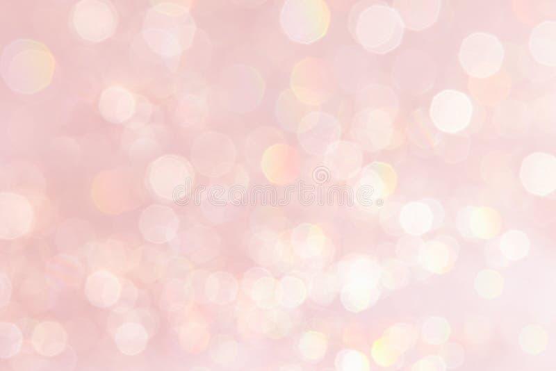 Bokeh pastelowych menchii miękki tło z zamazanymi złotymi światłami fotografia stock