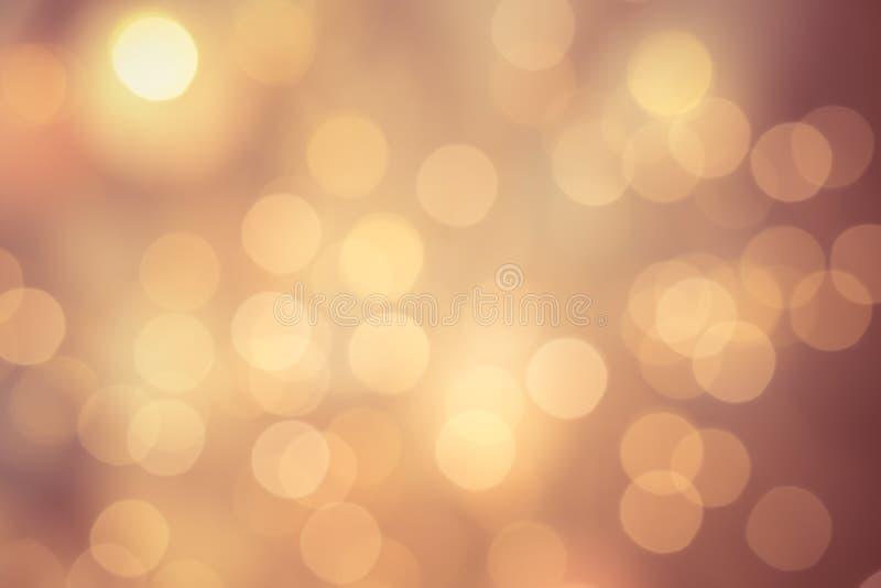 Bokeh redondo brilhante no fundo da cor do shampagne foto de stock royalty free