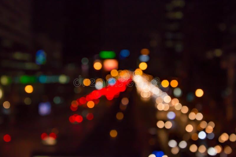 Bokeh urbano abstrato da luz da noite da cidade, fundo defocused imagens de stock