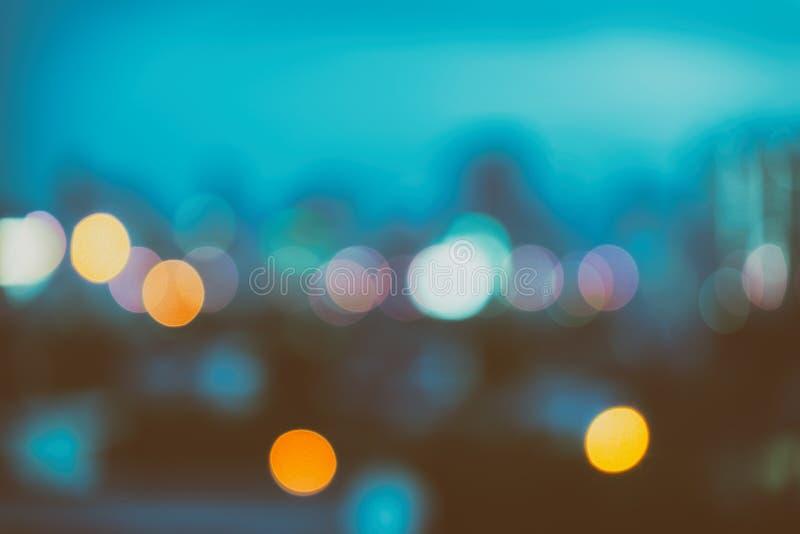 Bokeh urbano astratto della luce notturna, fondo defocused immagine stock
