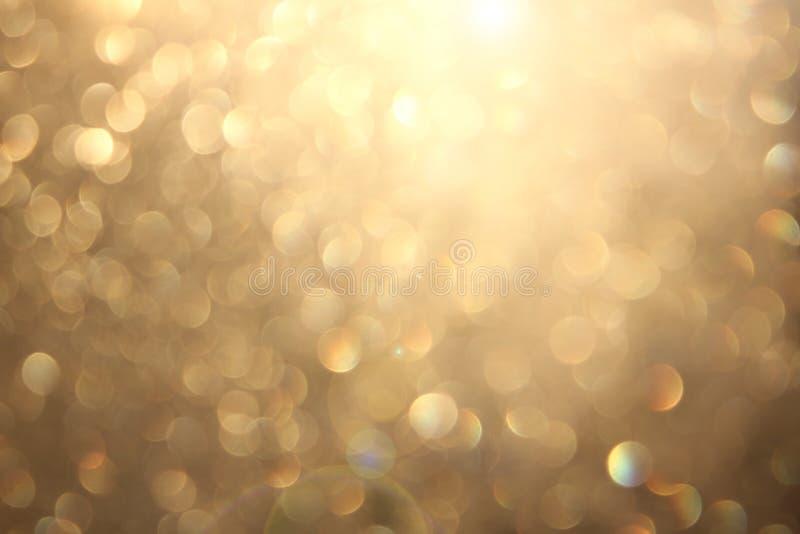 Bokeh vívido amarelo dourado no estilo macio da cor, fundo blured, cartão fotografia de stock