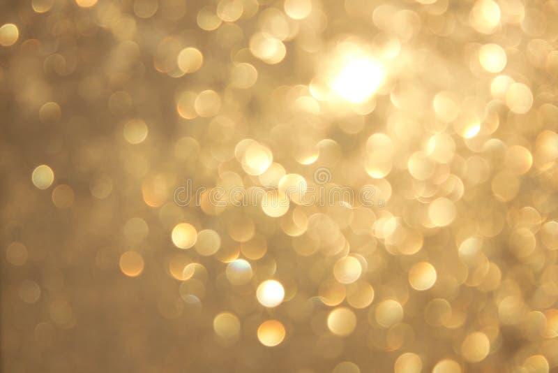 Bokeh vívido amarelo dourado no estilo macio da cor, fundo blured, cartão fotos de stock royalty free