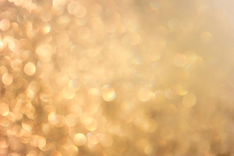 Bokeh vívido amarelo dourado no estilo macio da cor, fundo blured, cartão fotografia de stock royalty free