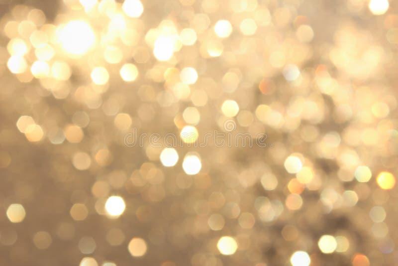 Bokeh vívido amarelo dourado no estilo macio da cor, fundo blured, cartão imagem de stock royalty free