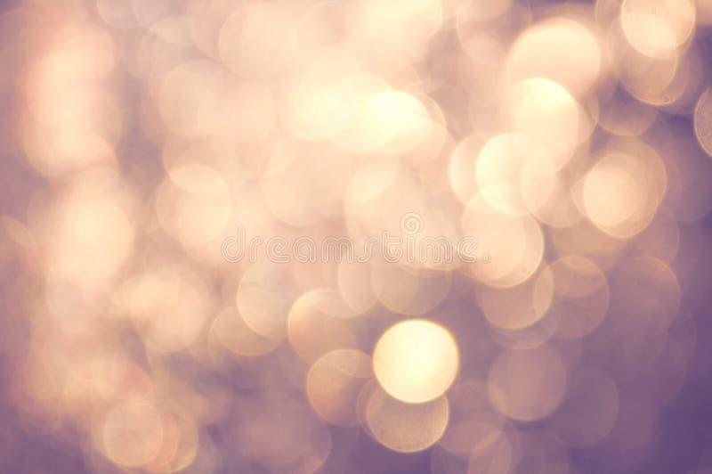 Bokeh vívido roxo amarelo glamoroso no estilo macio da cor, fundo blured, cartão fotos de stock